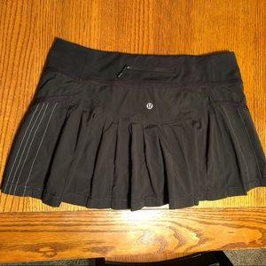 Lululemon Black Skirt Pleated Back Sz 10